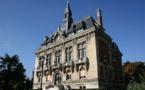 Noël : la mairie du Raincy accusée d'avoir viré une femme voilée d'une cérémonie (vidéo)