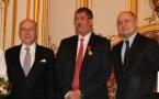 Bernard Cazeneuve remet la légion d'honneur à Anouar Kbibech (vidéo)