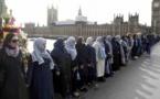 Londres : des femmes – pas que musulmanes – forment une chaîne humaine (vidéo)