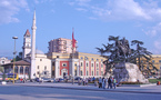Albanie: les musulmanes pourront garder le foulard sur les photos d'identité