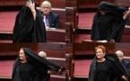 Australie: une sénatrice d'extrême droite en burqa ridiculisée au Parlement (vidéo)