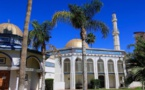 Deux femmes volent une mosquée et postent une vidéo de haine sur Facebook