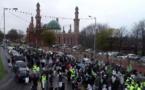 Angleterre : des centaines de musulmans marchent à Bradford pour le Mawlid