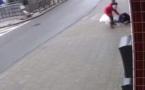 Belgique : une femme voilée victime d'une agression gratuite en pleine rue (vidéo)