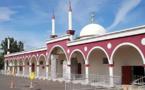 Des tags dont une croix gammée sur la mosquée d'Agen, Gérald Darmanin condamne