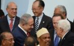 COP21 : la poignée de main sans avenir entre Netanyahu et Abbas