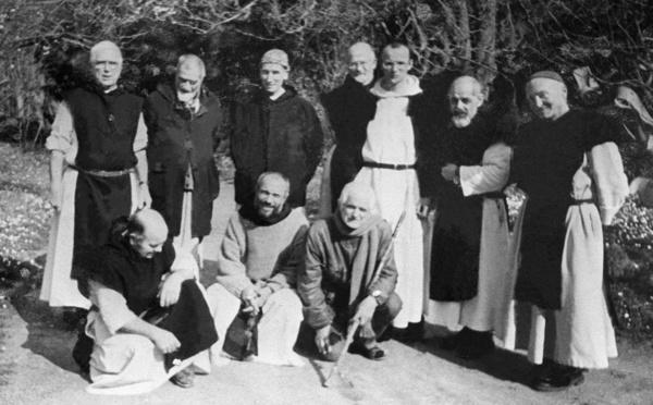 Moines de Tibhirine : musulmans et chrétiens main dans la main pour saluer leur mémoire