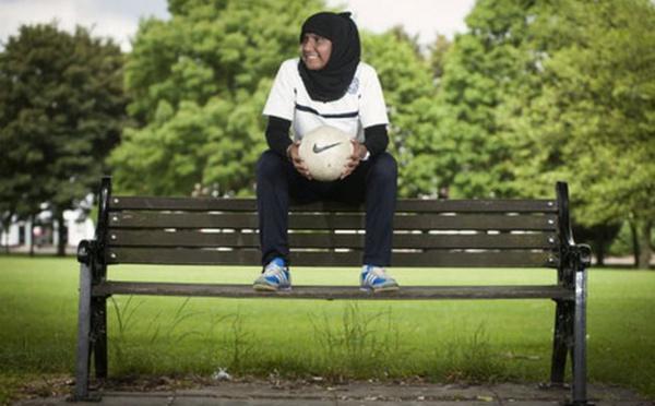 Annie Zaidi, musulmane accomplie et entraineure de football