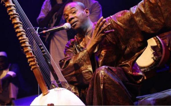 Toumani Diabaté, maître de la kora, de passage en France