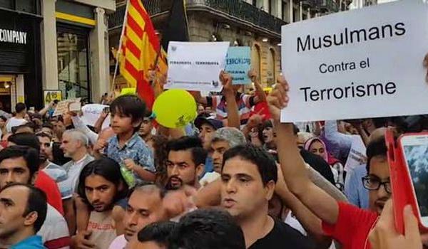 A Barcelone, les musulmans manifestent par milliers contre le terrorisme