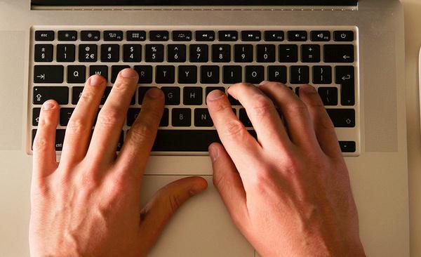 Ce que préconise le rapport contre le racisme sur Internet remis au gouvernement Macron