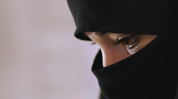 Pourquoi les filles sortent-elles plus facilement de la radicalisation ?