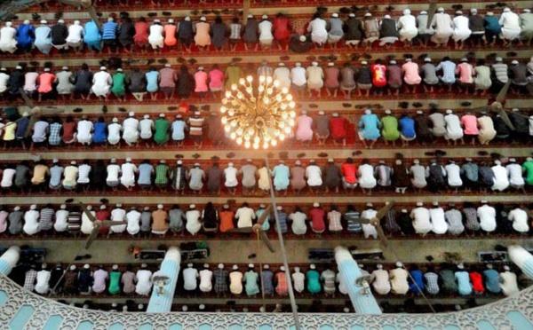 Des mosquées du Rhône adoptent le calendrier des horaires de prières communes, une première en France