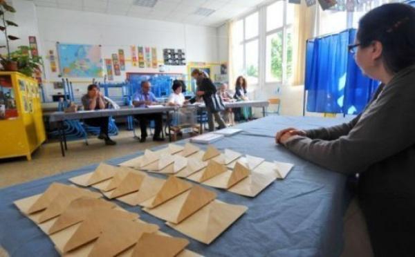 Législatives 2012 : majorité absolue pour le PS, retour du FN, abstention record
