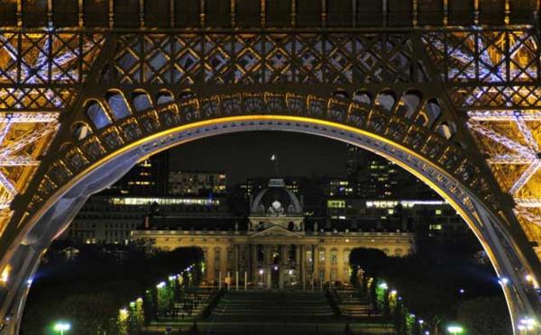 Deux musulmanes poignardées près de la Tour Eiffel : le caractère raciste de l'agression reconnu