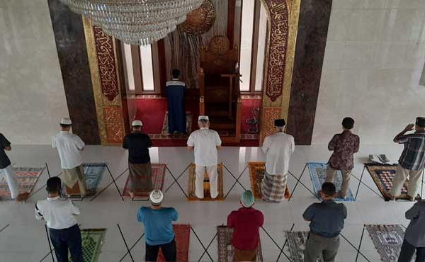 Déconfinement des lieux de culte : la jauge reste limitée à 30 personnes, l'Eglise catholique en colère