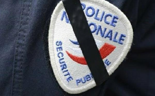 L'attaque au couteau à Rambouillet endeuille la police et la France