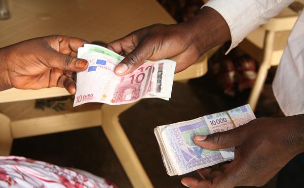 Les transferts d'argent des migrants, le boom mondial