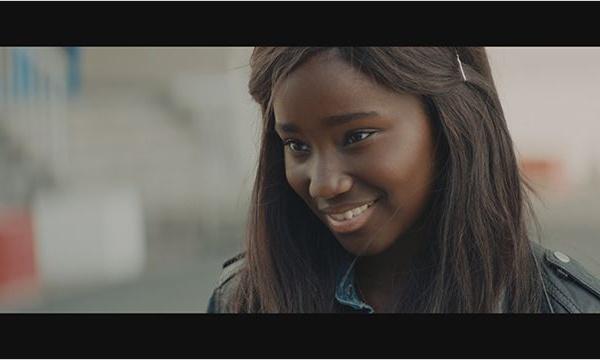 Bande de filles : le regard exotique du féminisme blanc sur la banlieue
