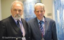 À gauche, l'égyptologue et aumônier musulman Hazem El Shafei ; à droite, l'aumônier juif Moïse Lewin, également conseiller spécial du grand rabbin de France. Ils exercent tous deux à l'aéroport Roissy-Charles-de-Gaulle.