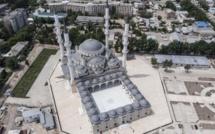 C'est au Kirghizistan que la plus grande mosquée d'Asie centrale a été inaugurée en grande pompe à Bichkek, dimanche 2 septembre, par le chef de l'Etat, Sooronbai Jeenbekov, et son homologue turc, Recep Tayyip Erdogan, en visite officielle dans le pays. © AKIPress