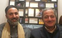 Abdelhafid Benchouk (à g.), cofondateur du Festival soufi de Paris et directeur de la Maison soufie, et Faouzi Skali (à dr.), cofondateur du Festival de Fès des musiques sacrées du monde et du Festival de Fès de la culture soufie, le 28 novembre, lors du lancement de la 2e édition du Festival soufi de Paris « L'Un miroir de l'Autre ».
