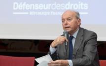 Le Défenseur des droits alerte contre le recul des services publics et le renforcement de la répression en France
