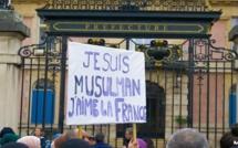 Jusqu'à 2 000 personnes se sont réunies, samedi 2 novembre, pour une marche contre l'islamophobie à Belfort. © MK / Grande Mosquée de Belfort