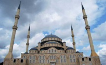 Au Ghana, la Turquie impose sa présence avec une réplique de la Mosquée bleue à Accra (vidéo)