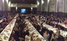 Près de 600 personnes se sont rassemblées à l'église  Saint-Jean Baptiste, à Molenbeek, pour un grand repas de rupture de jeûne. © Hassan Rahali